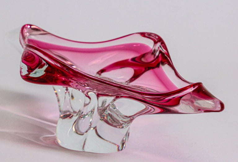 Hand-Crafted Modern Fuschia Large Decorative Hand Blown Murano Glass Bowl For Sale