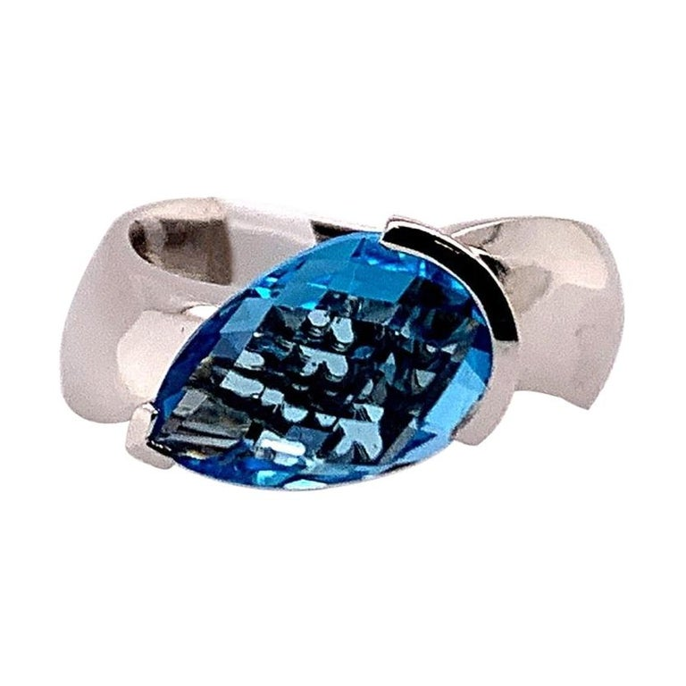Modern Gold 4.15 Carat Natural Pear Shaped Blue Topaz Cocktail Gem Stone Ring For Sale