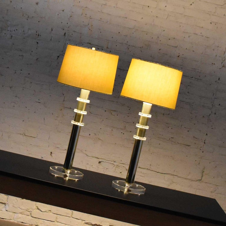 Modern Hollywood Regency Lucite & Brass Plate Lamps a Pair Style Karl Springer 7