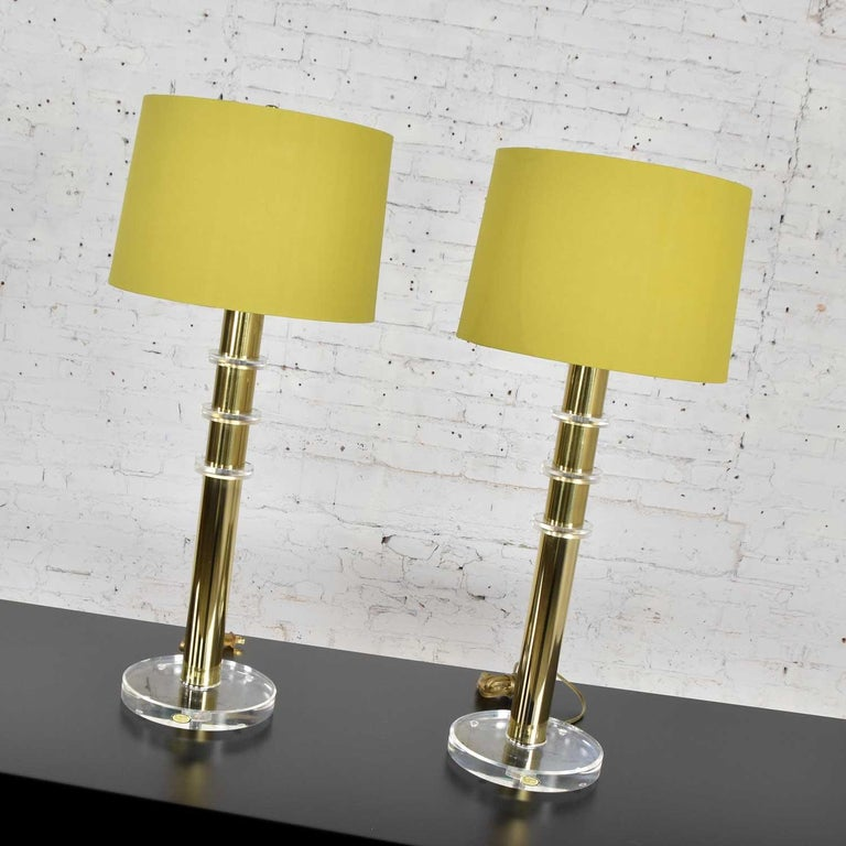 Modern Hollywood Regency Lucite & Brass Plate Lamps a Pair Style Karl Springer In Good Condition In Topeka, KS