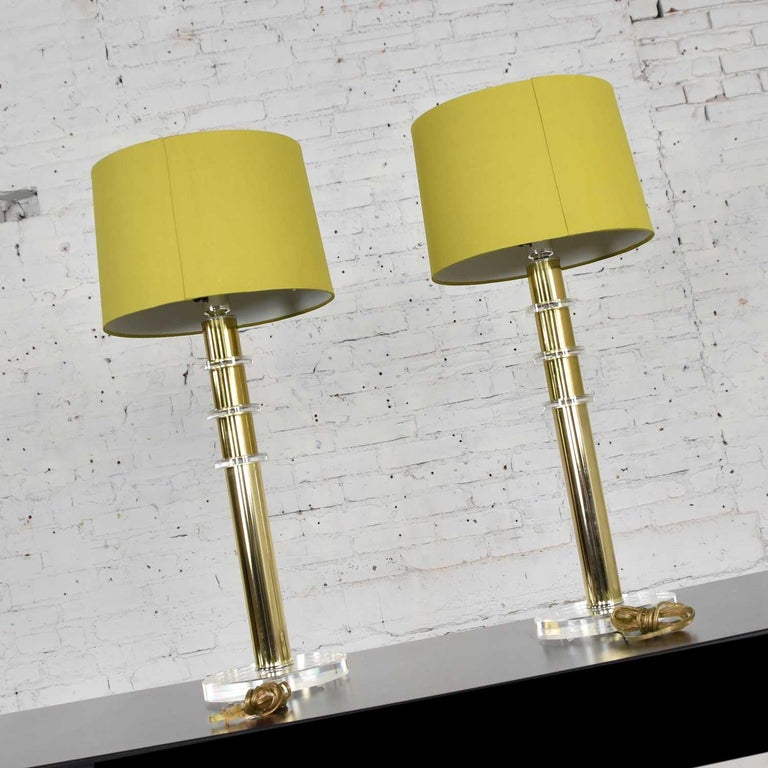 Modern Hollywood Regency Lucite & Brass Plate Lamps a Pair Style Karl Springer 3