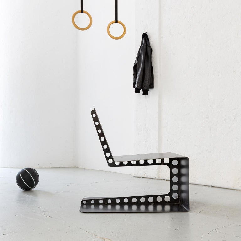 Sharp, masculine and playful are the pieces of Meccano Collection. The technical aspect of the construction world to car lifestyle give back a unique attitude to the collection. Edgy yet grateful Meccano represents the intimacy of Spinzi's approach