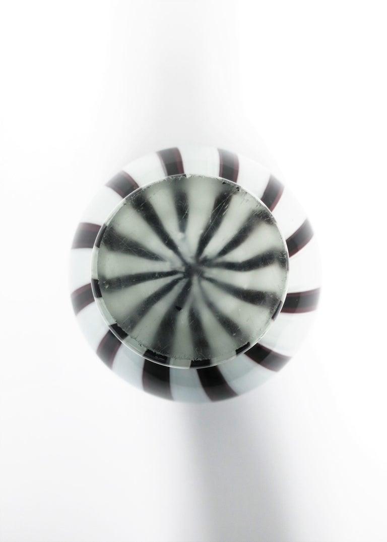 Black and White Modern Italian Murano Art Glass Vase For Sale 5