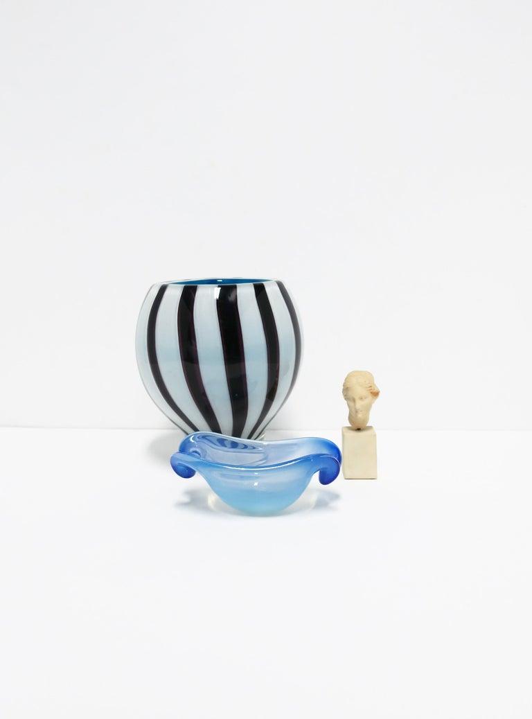 Black and White Modern Italian Murano Art Glass Vase For Sale 1