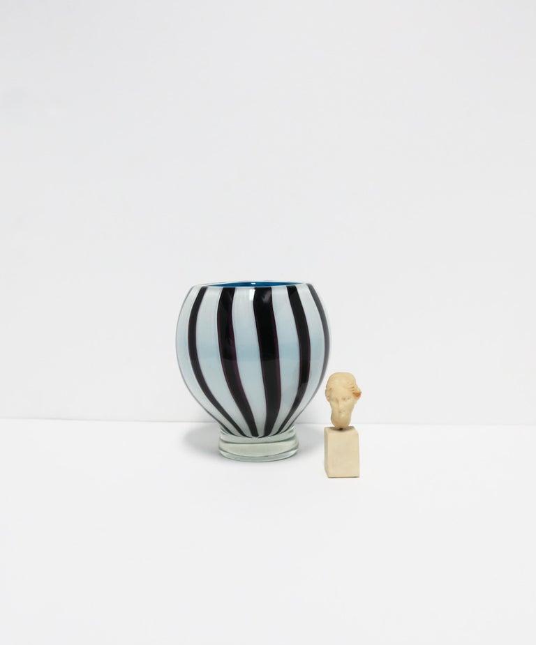 Black and White Modern Italian Murano Art Glass Vase For Sale 2