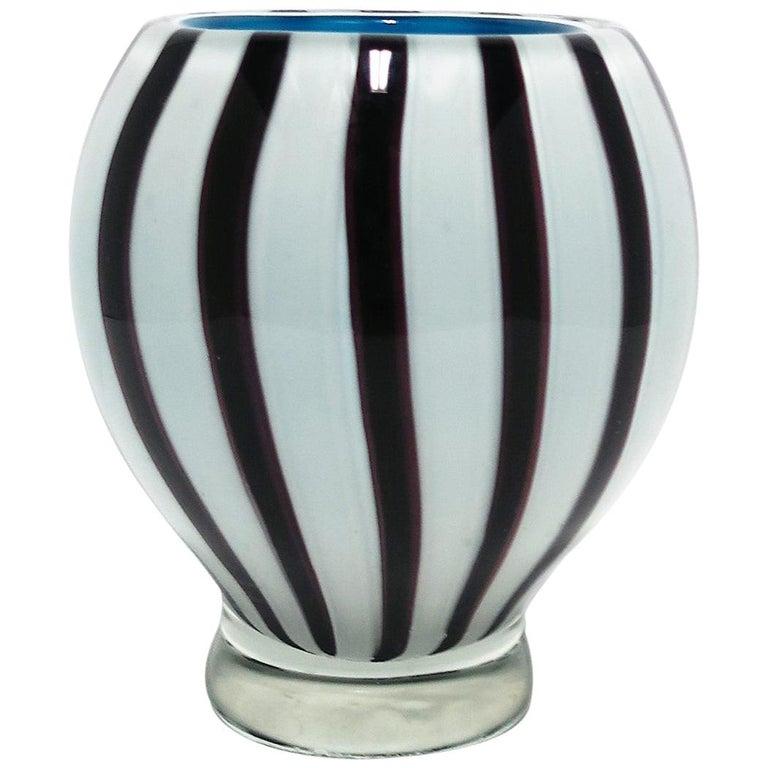 Black and White Modern Italian Murano Art Glass Vase For Sale