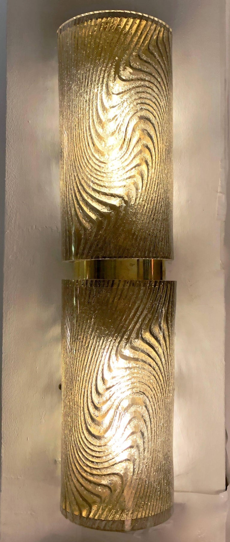 Italian Design pair of wall lights mounted on a handmade brass structure with two Murano glass cylinders, in an elegant gray/brown smoked tint, sophisticatedly decorated on reserve with an attractive swirling pattern frosted with