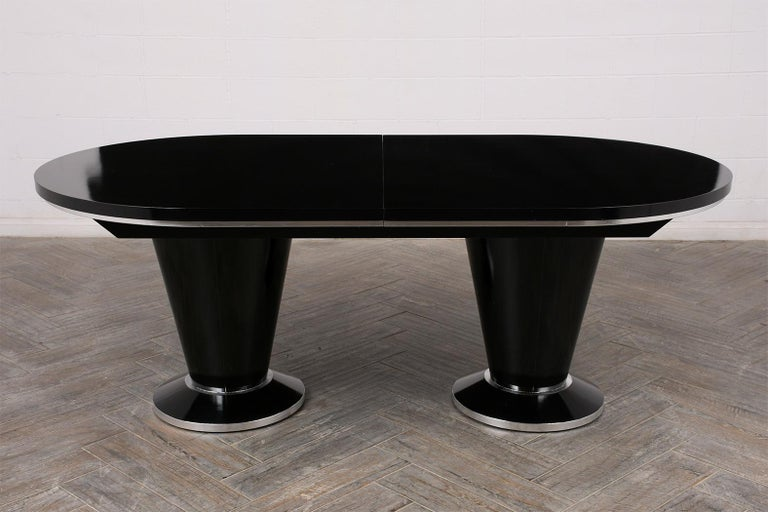Modern Lacquered Finish Extendable Oval Dining Room Table In Good Condition For Sale In Los Angeles, CA