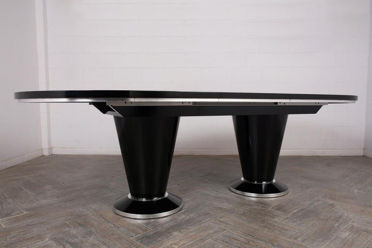 Modern Lacquered Finish Extendable Oval Dining Room Table For Sale 3