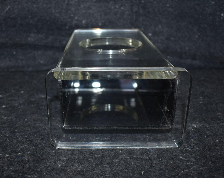 Modern Lucite Tissue Box In Good Condition For Sale In Cathedral City, CA