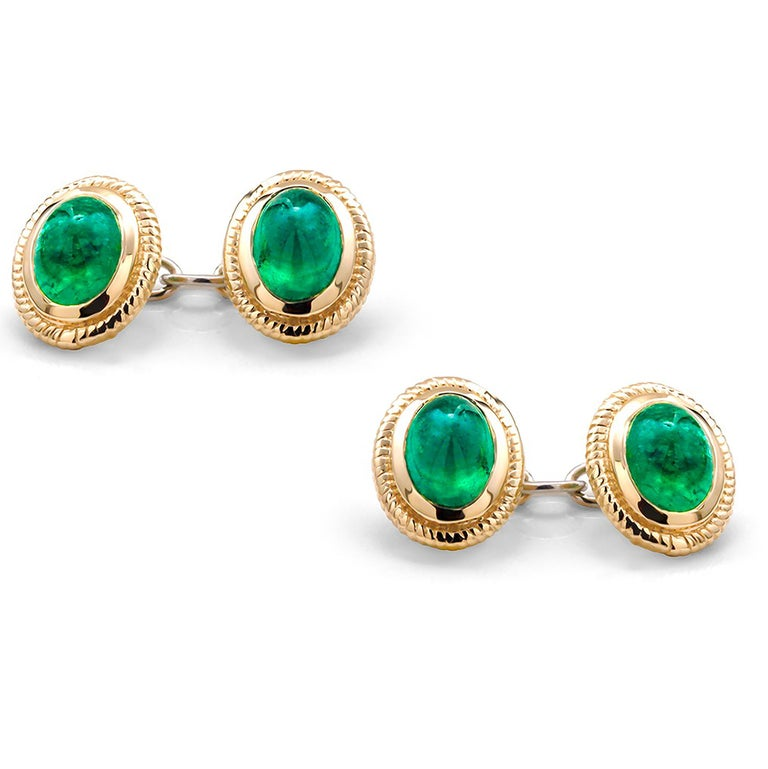 14 karats yellow gold fabulous pair of matching men's double-sided chain link cufflinks Four matching cabochon emeralds weighing 4.57 carats Cufflinks measuring 0.35
