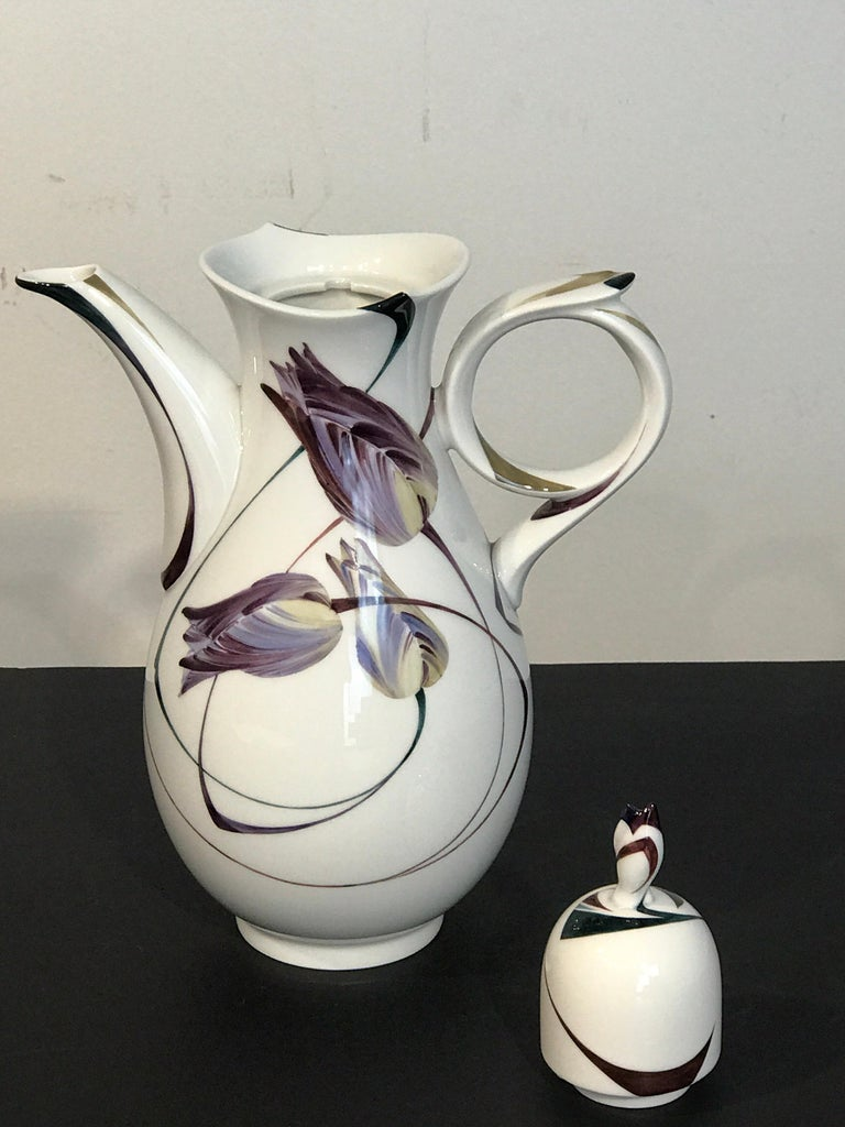 Modern Meissen French Tulip Motif Coffee Pot For Sale 1