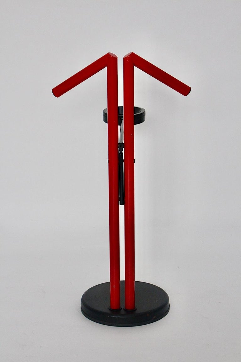 Modern Memphis Style Vintage Red Black Metal Valet, 1980s, Italy For Sale 6