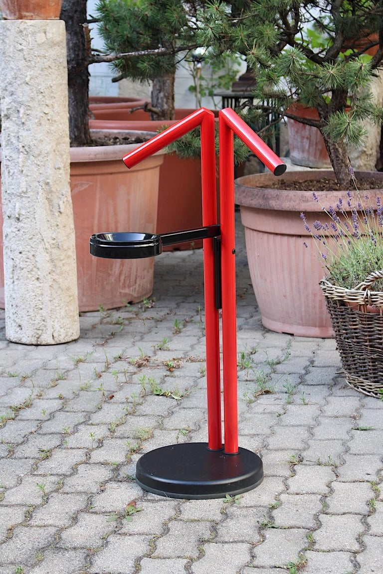 Italian Modern Memphis Style Vintage Red Black Metal Valet, 1980s, Italy For Sale