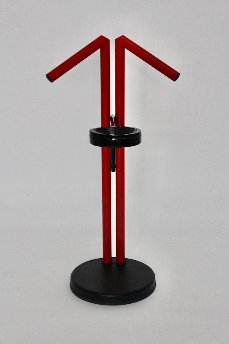 Modern Memphis Style Vintage Red Black Metal Valet, 1980s, Italy For Sale 4