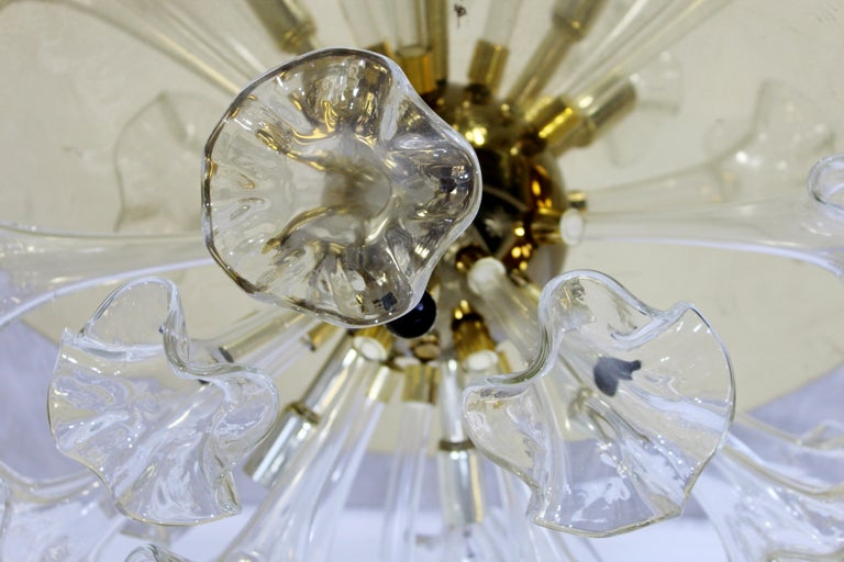 Modern Murano Italy Hand Blown Glass Flowers Brass Pendant Light Fixture, 1970s In Good Condition For Sale In Keego Harbor, MI
