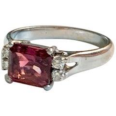 Modern Pink Tourmaline and Diamond 18 Karat White Gold Ring - Size 7 1/4