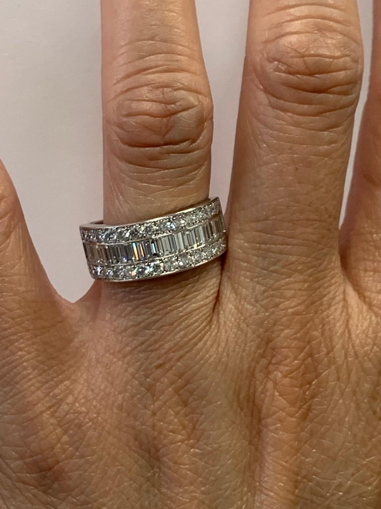 Modern Platinum Band 3 Carat Natural Baguette & Round F VS Diamond Cocktail Ring For Sale 5