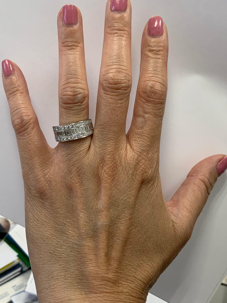 Modern Platinum Band 3 Carat Natural Baguette & Round F VS Diamond Cocktail Ring For Sale 2