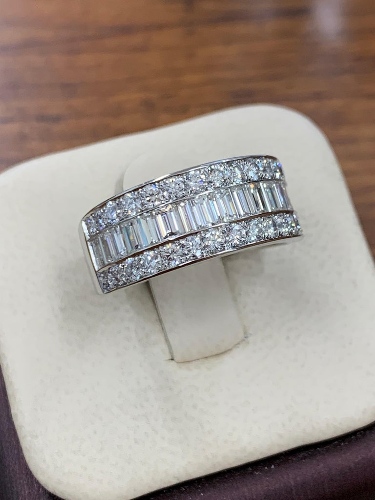 Modern Platinum Band 3 Carat Natural Baguette & Round F VS Diamond Cocktail Ring For Sale 3