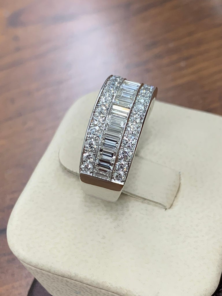 Modern Platinum Band 3 Carat Natural Baguette & Round F VS Diamond Cocktail Ring For Sale 4