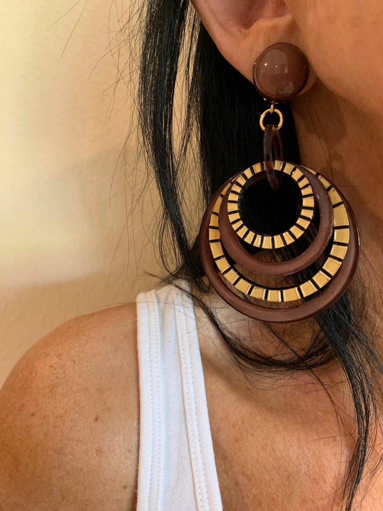 Modern Architectural Brown Hoop Statement Earrings In New Condition For Sale In Palm Springs, CA