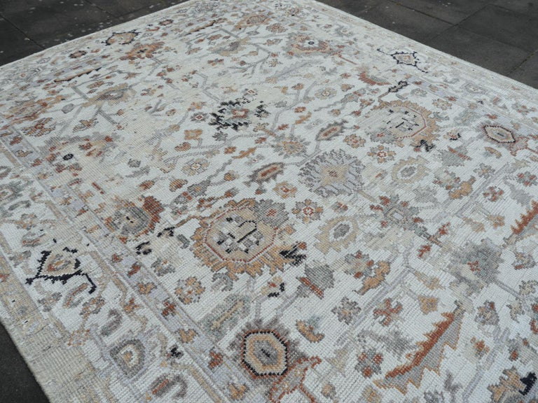 Modern Rug in Style of Oushak Hand Knotted Contemporary Carpet In New Condition In Lohr, Bavaria, DE