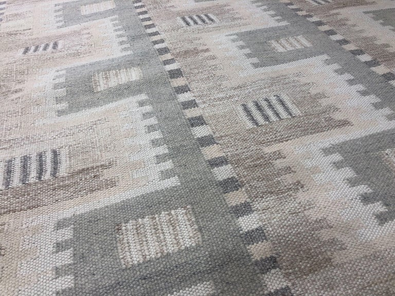 Indian Modern Scandinavian Rug with Ivory and Gray Geometric Patterns For Sale