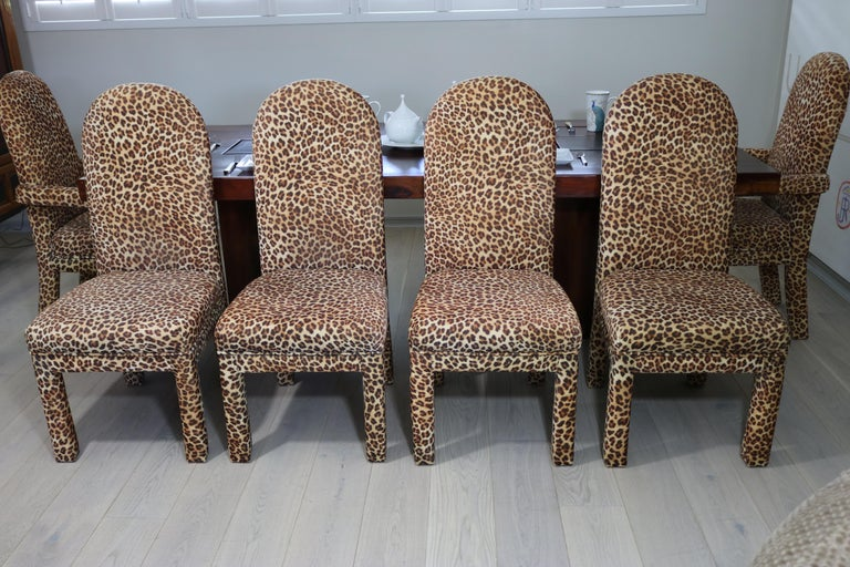 Mid-Century Modern Set of 6 Faux Leopard Dining Chairs 4 Armless / 2-Arm In Good Condition For Sale In West Palm Beach, FL