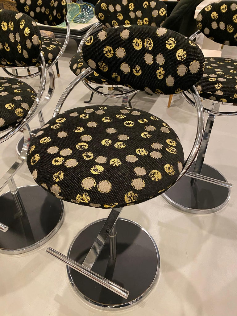 Modern Set of Five Chrome Bar Stools In Good Condition For Sale In North Bergen, NJ