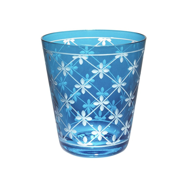 Set of six tumbler in hand blown crystal. The glasses are hand-engraved with a modern decor all around. The tumblers come in six charming colors yellow, turqoise, blue, green, purple and in rose. The crystal can be ordered in different colors or in