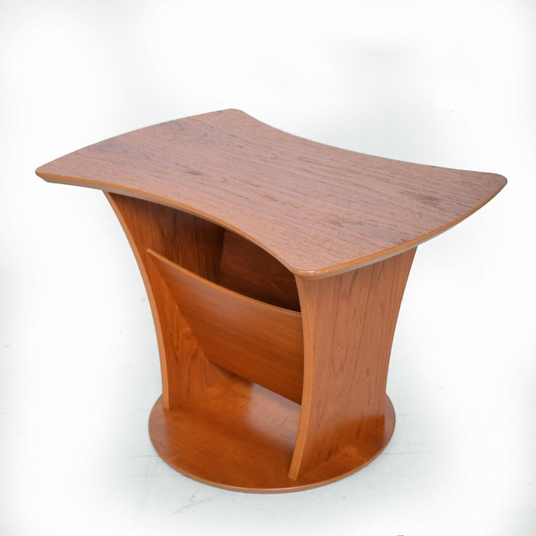 Sophisticated and simple sculptural side table made of teak wood (veneer), Denmark, circa 1980s. 