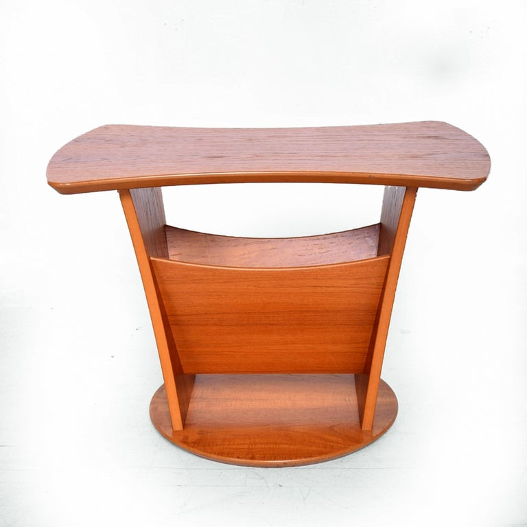 Scandinavian Modern Modern Sophistication Sculptural Teak Side Table & Magazine Holder 1980s Denmark For Sale