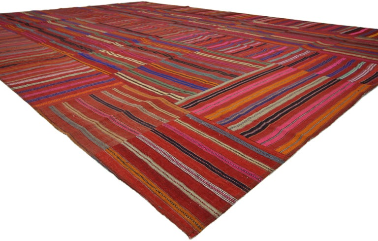 Modern Style Vintage Turkish Kilim Flat-Weave Rug, Striped Kilim Area Rug In Good Condition For Sale In Dallas, TX