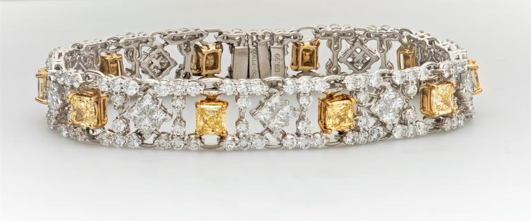 Modern Style Yellow and White Diamond Bracelet in Platinum and 18 Karat Gold For Sale 2