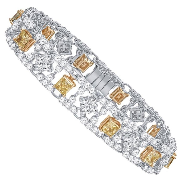 Modern Style Yellow and White Diamond Bracelet in Platinum and 18 Karat Gold For Sale