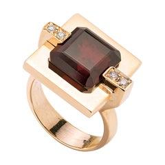 Modern Style Yellow Gold 0.08 Karat White Diamonds Garnet Cocktail Ring