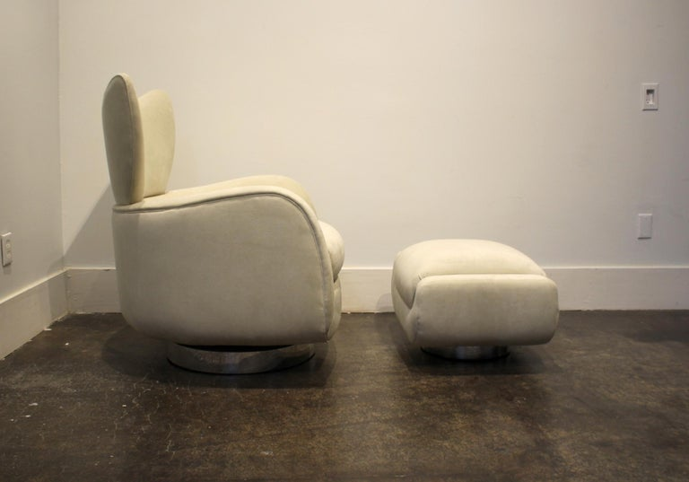 Modern Swivel and Rock Lounge Chair and Ottoman in White by Vladimir Kagan In Good Condition For Sale In Dallas, TX