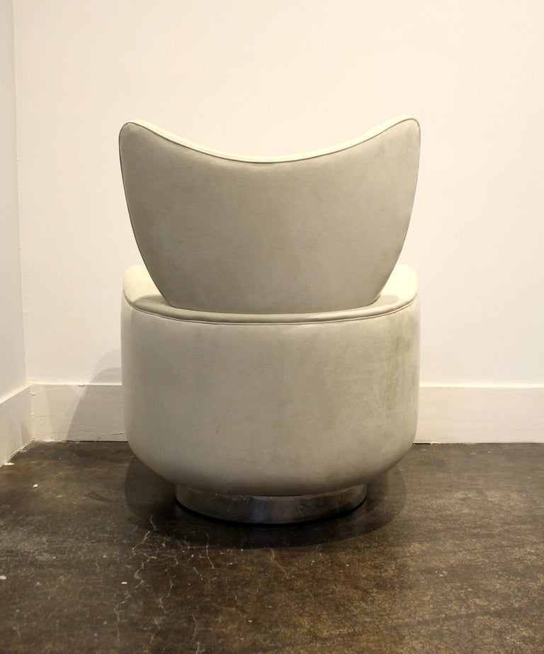 20th Century Modern Swivel and Rock Lounge Chair and Ottoman in White by Vladimir Kagan For Sale