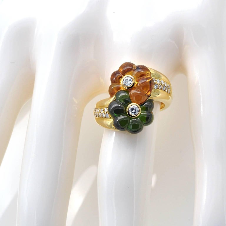 Modern Toi et Moi Carved Gemstones and Diamond 18 Karat Gold Flower Ring In New Condition For Sale In Monte Carlo, MC