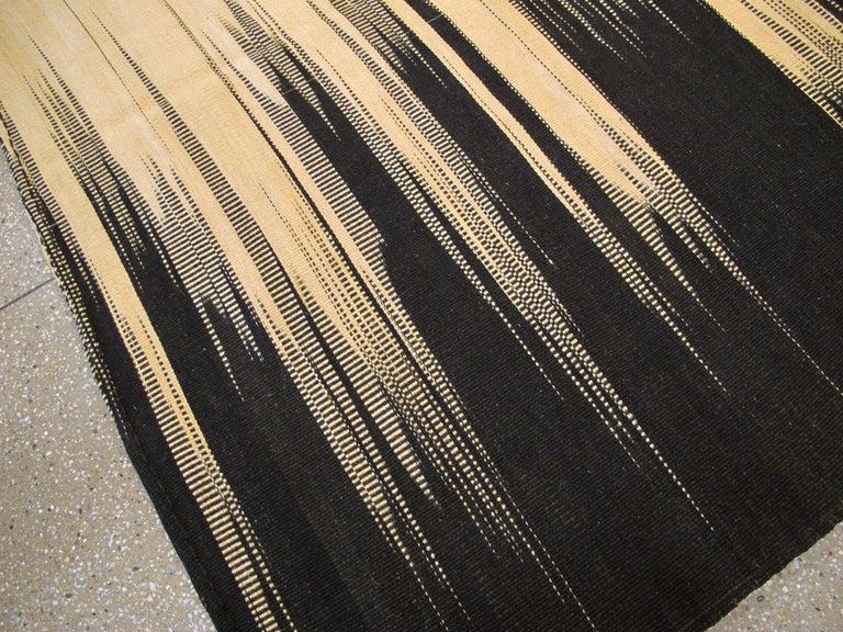 Modern Turkish Flat-Weave Carpet For Sale 4