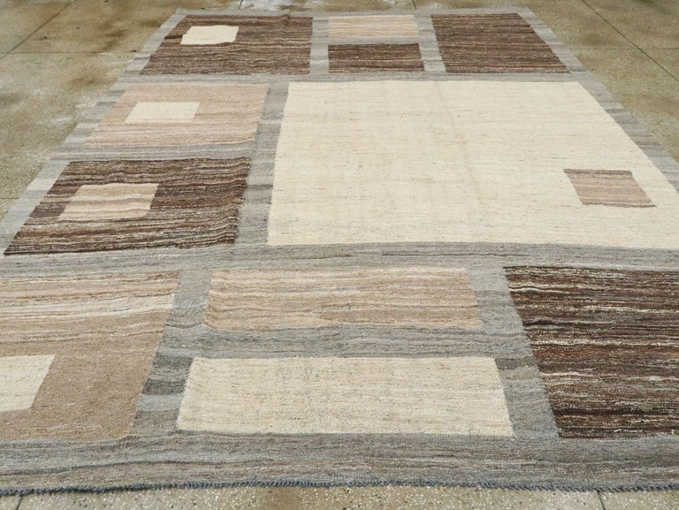 Modern Turkish Flat-Weave Carpet In Excellent Condition For Sale In New York, NY