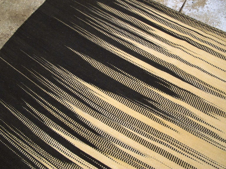 Modern Turkish Flat-Weave Carpet For Sale 1