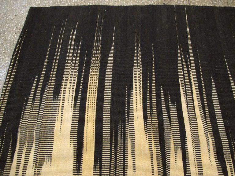 Modern Turkish Flat-Weave Carpet For Sale 2