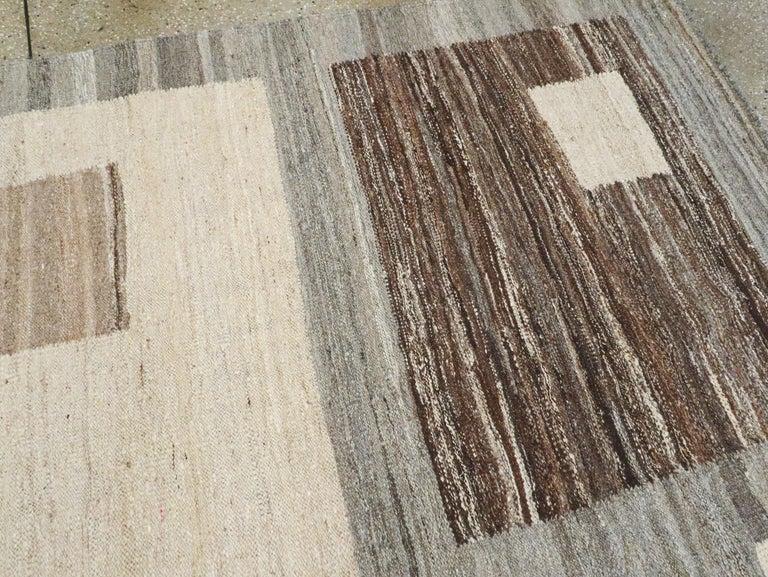 Modern Turkish Flat-Weave Carpet For Sale 3