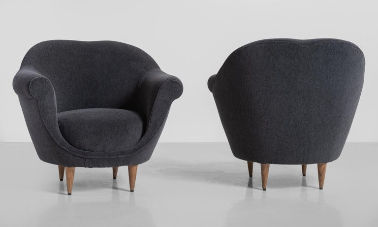 Mid-Century Modern Modern Velvet Open Armchair, Italy circa 1950 For Sale