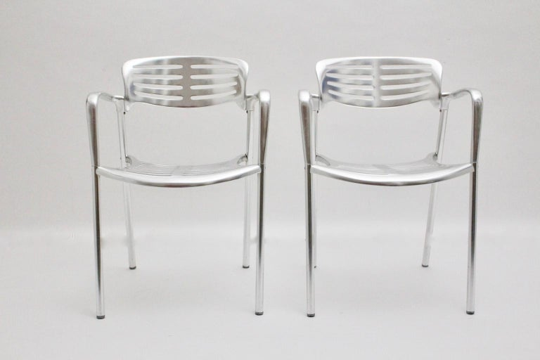 We offer a pair of robust aluminum chairs by Jorge Pensi with the model name Toledo. Also the chairs are stackable. A stamp is visible underneath with Jorge Pensi 1986-1988 for Amat. Great to use indoor or outdoor. The vintage condition is very