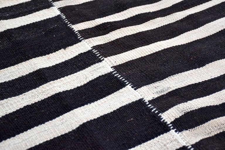Modern Vintage Turkish Kilim Rug 'Flat-Weave' In Good Condition For Sale In Naples, FL
