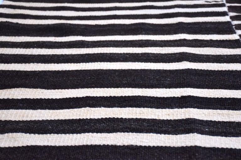 Modern Vintage Turkish Kilim Rug 'Flat-Weave' For Sale 1