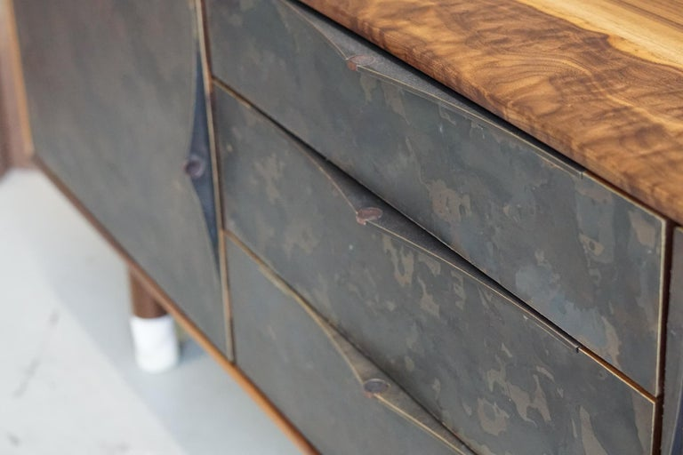 Contemporary Modern Wabi Credenza in Walnut, Alabaster and Patina Brass For Sale